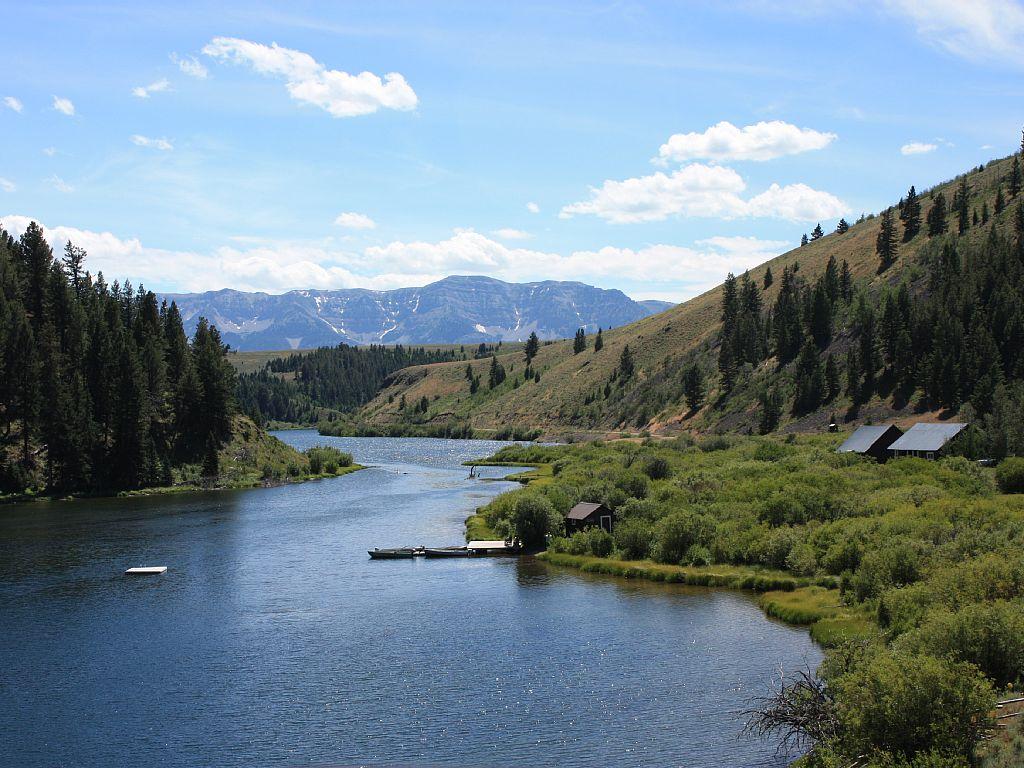 Elk Lake Lodge Montana Cabins Montana Cabin Rentals In